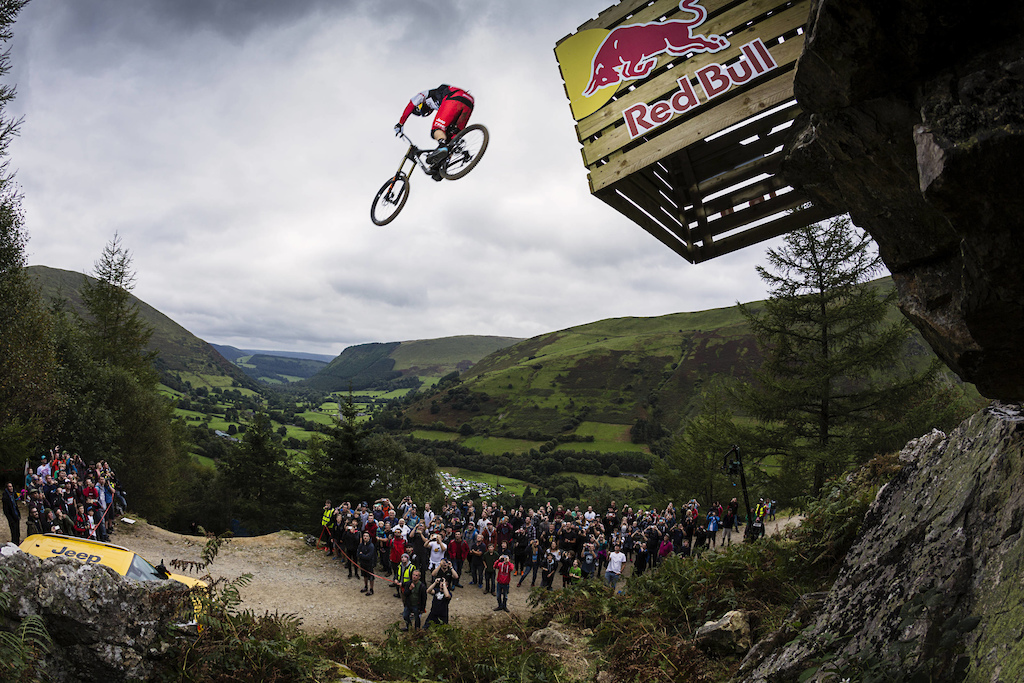 Gee Atherton performing at Red Bull Hardline in Dinas Mawddwy United Kingdom on the 18th September 2016 Rutger Pauw Red Bull Content Pool P-20160918-02563 Usage for editorial use only Please go to www.redbullcontentpool.com for further information.