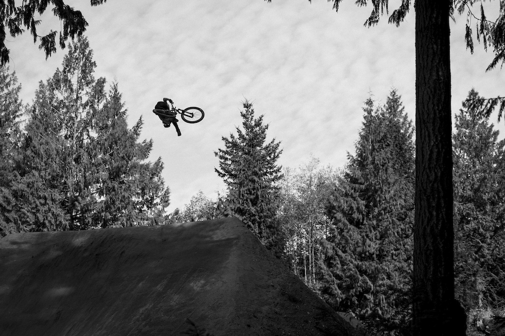Emil throwing a clicked 360 can-can. Ian Collins