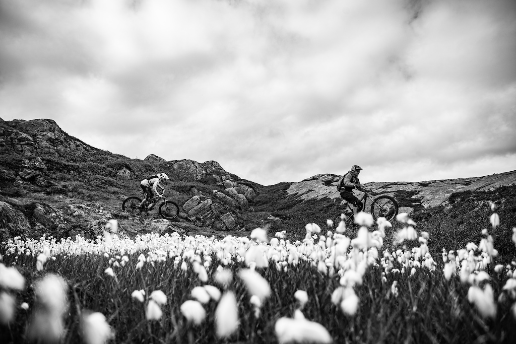 Andreas flows down the trail through the Alpine flowers of Norway, followed by one of the best Enduro riders in the world. Not a bad reward for creating a 1 minute video eh?