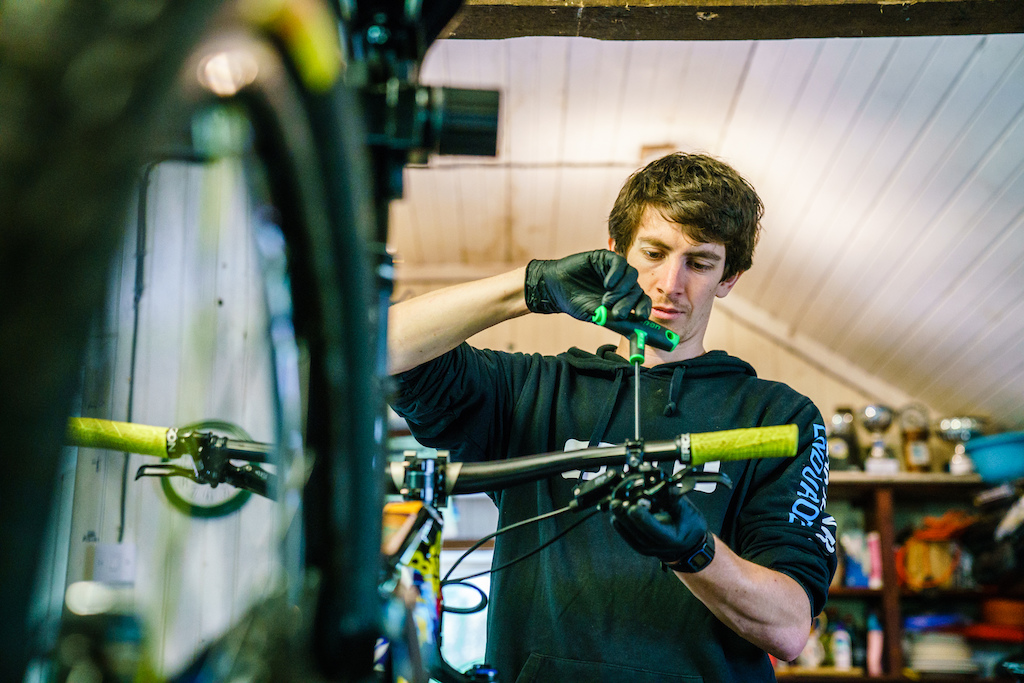 Craig, the Canyon Factory Enduro Team mechanic and source of excellent banter, also lives in Fort William.