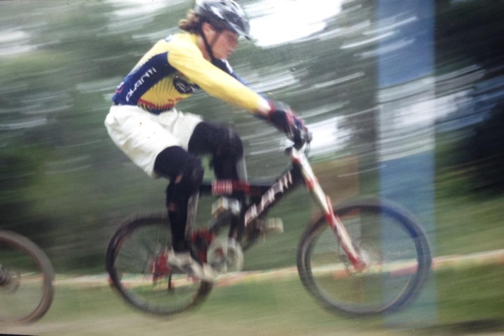 Rennie's first sponser was with Avanti, an Australasian bike brand.