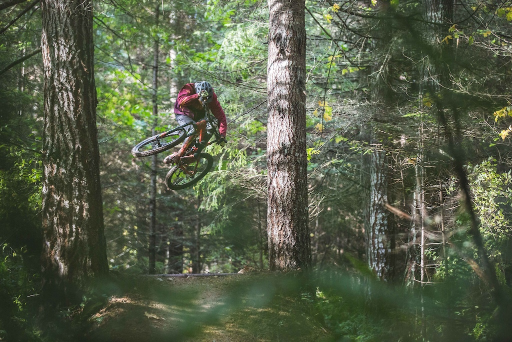 Max Mcculloch throwin' steeze through the trees for the Wahoo Fitness KOM Hunting video.