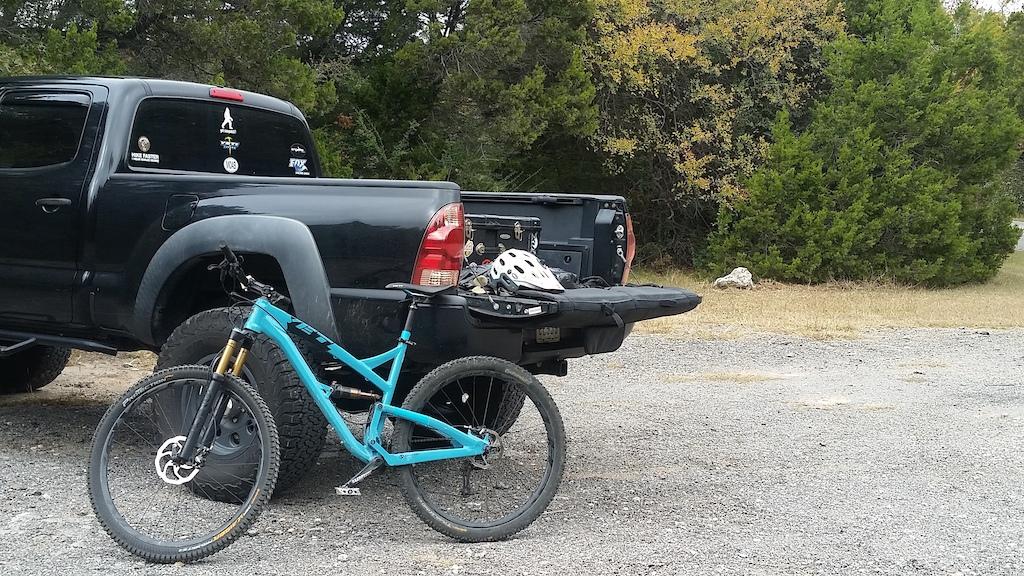 pre-ride photo; drivetrain...check!
