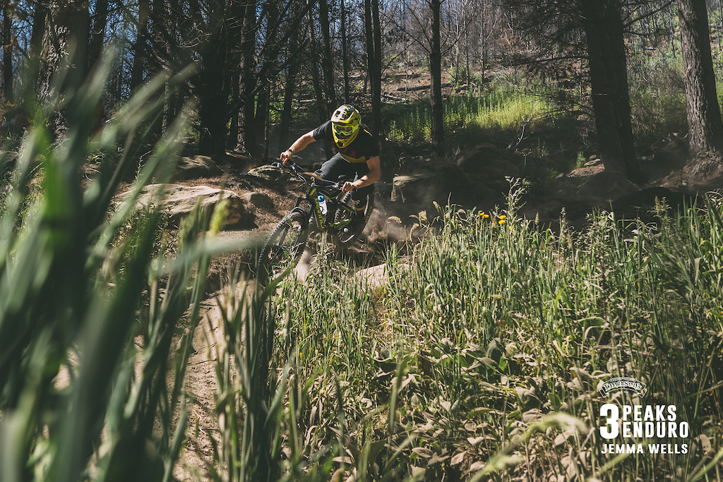 Keegan Wright thrives in the dusty conditions on Quarry Track Stage 5 of the 3 Peaks Enduro.
