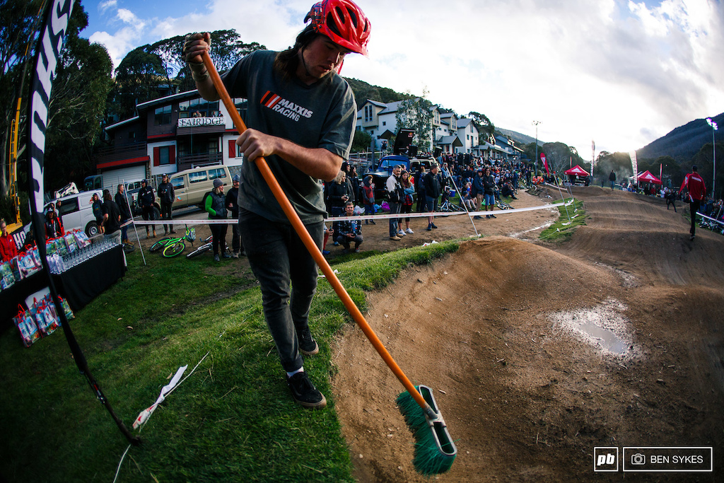 Remy Morton back at his first major event since his huge crash at a Fest event earlier in the year helping out with a course sweep before the finals of the pump track battle.