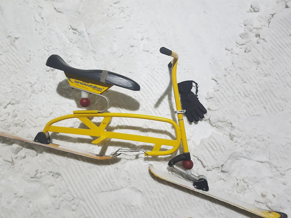 Brenter Snowbike in its ''natural'' habitat @jaapedenbaan (Indoor skiing) :P  Love that bike though!