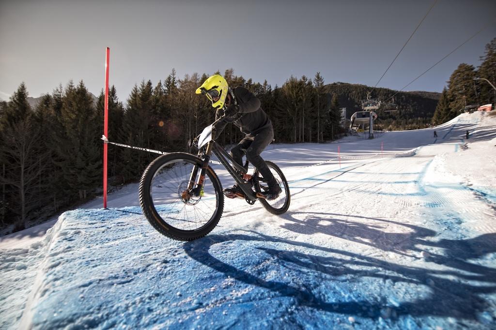 Ride Hard on Snow Foto c Hannes Berger