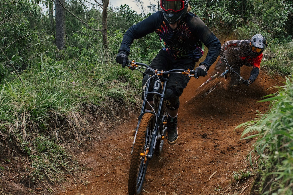 Vink and Vinny T blasting the hero dirt in Cikole