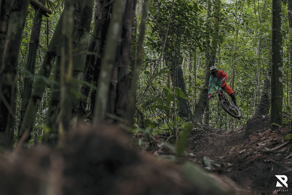 The flowy trail near Yogyakarta Region  #indonesia #bikepark #reflectcinema #bambooland