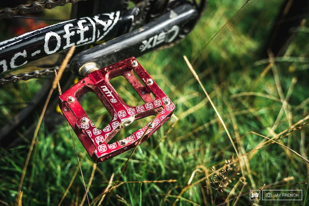Gusset Nitro pedals