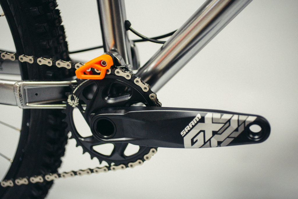 New FlareMAX featuring longshot geometry. 120mm trail scythe. Integrated chain device larger main pivot bearings uprated fork length for 120 to 140mm options.