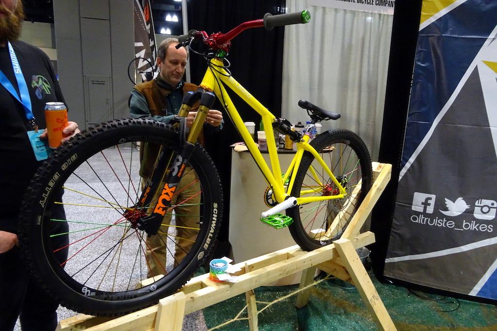 Here s how the Altruiste Zyteco dirt jump bike looks when fully assembled. Twenty Six inch wheels BTW.