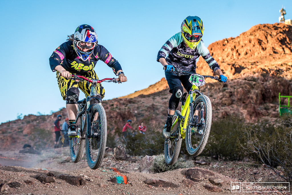Samantha Kingshill left shown here battling with Sierra Warren took a very tight Dual Slalom Open Women s victory over .