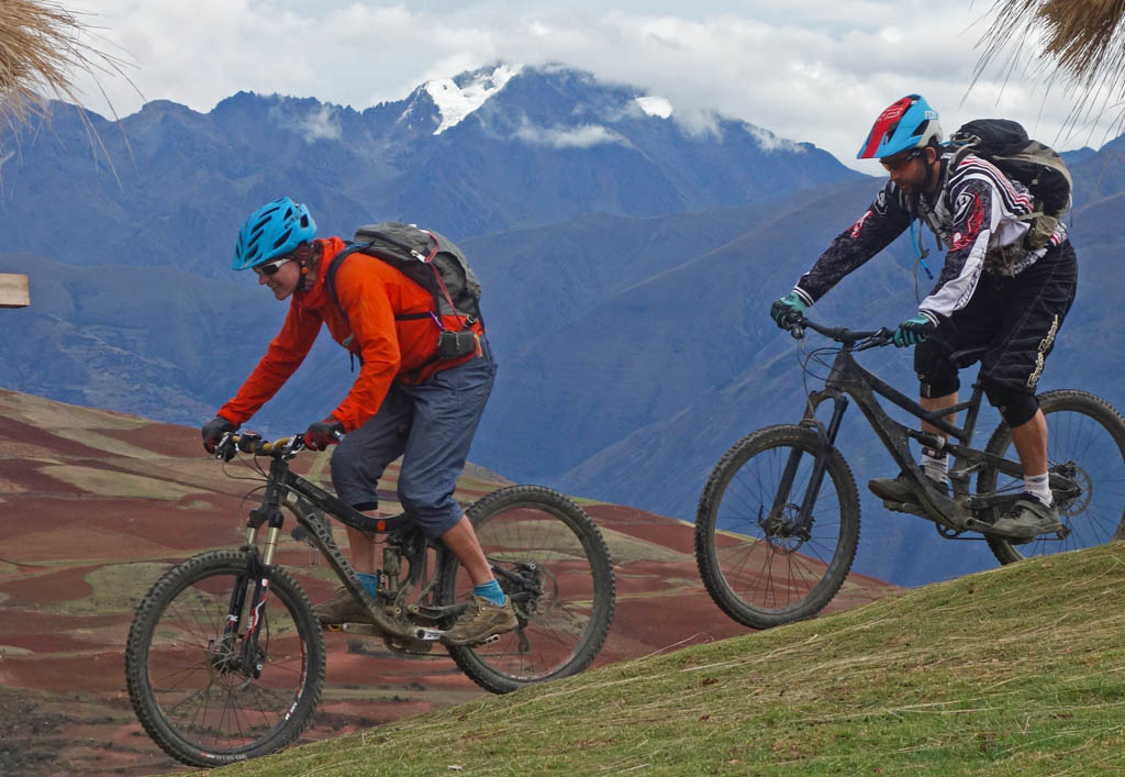 There are four Racchi combinations off the viewpoint on the Urubamba-Cusco road.  You can easily do them self-powered or with a shuttle assist with each ride being approximately 800 - 1000m in elevation.  Some are even maintained to some degree by local rides and by Holy Trails as part of the Santissimo Downhill course. and we took Racchi Caleta.  The ride depicted here takes the last part of the DH course all the way down to Diego's family property at Huayllabamba for an enjoyable 800m descent.