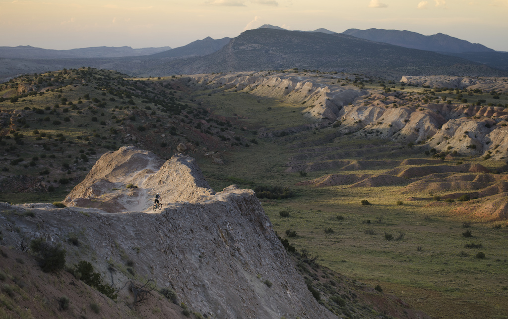 Matt riding the Central Spine at White Ridge trail systems near Albuquerque, NM.   @mountainbikenewmexico