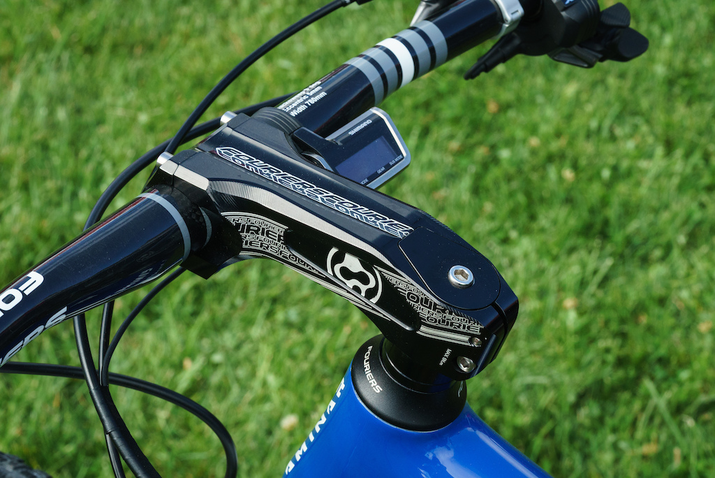 Fouriers stem and bar on this Summic mountain bike.