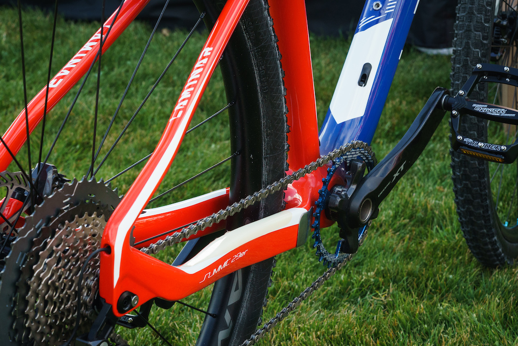 Fouriers is a high-end bike component manufacturer based in Taiwan. This hardtail mountain bike is the first bike that they ll be selling the USA.