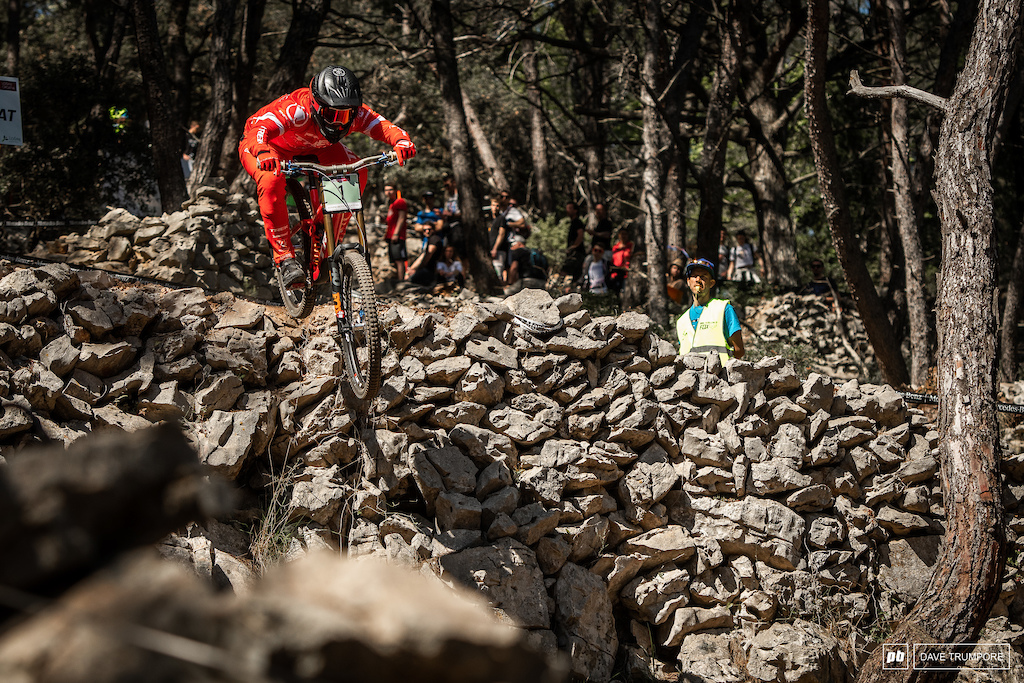 Kade Edwards went second in juniors just 1.5 seconds behind newcomer Thibault Daprela.