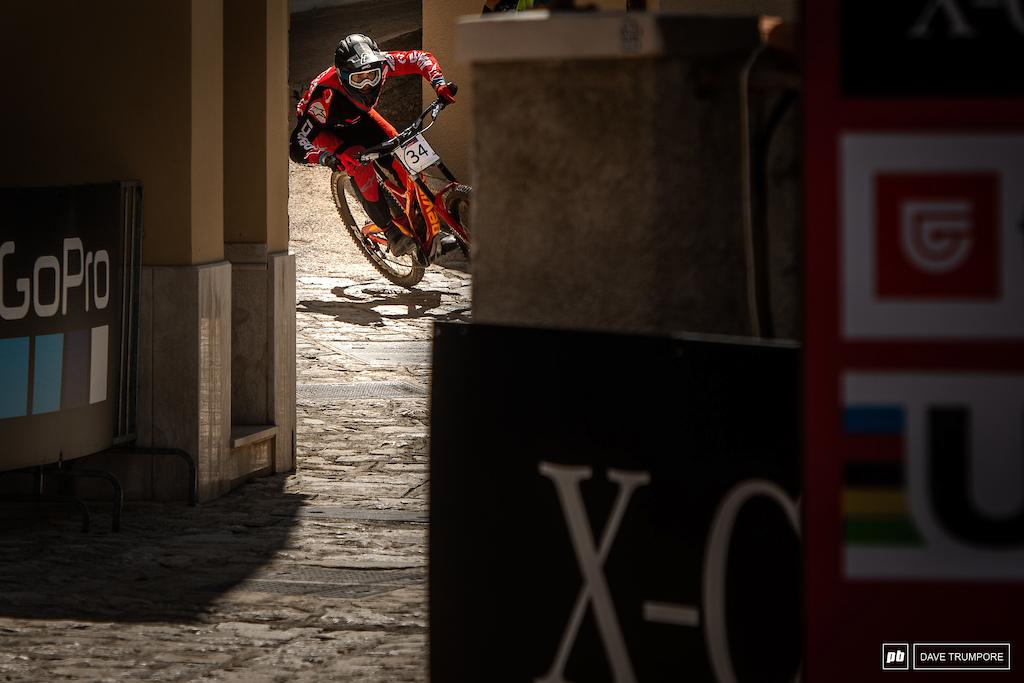 Dakotah Norton makes his way through the narrow alley in into the finish arena.