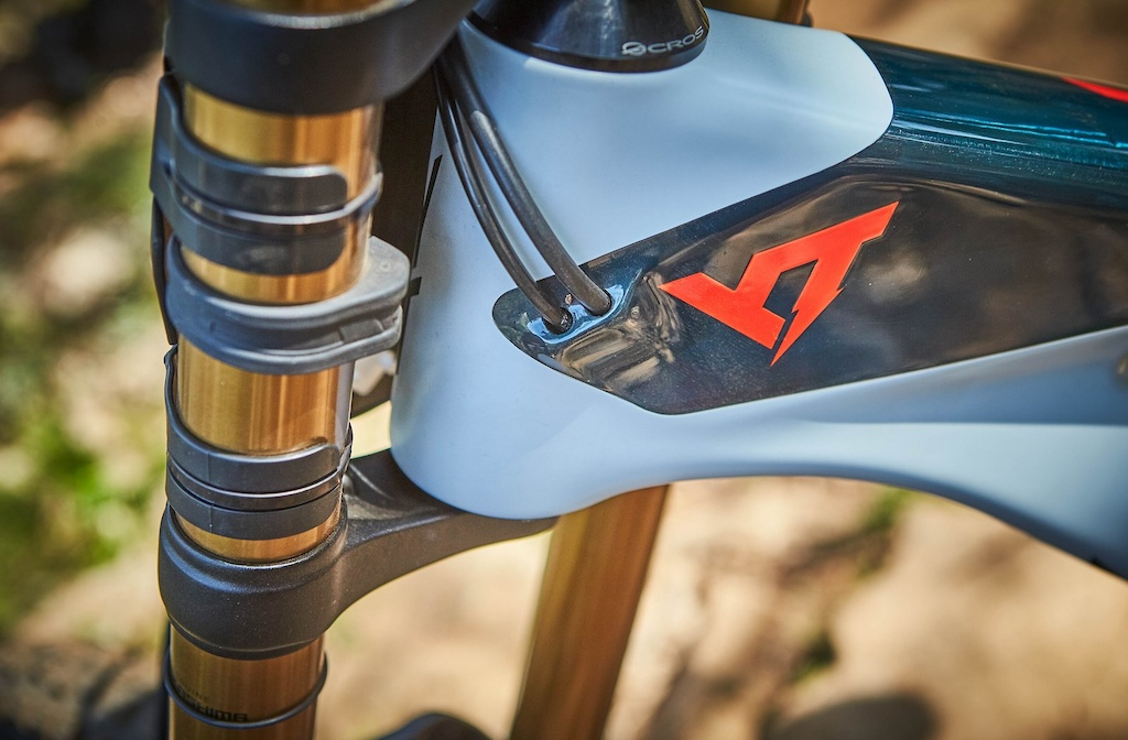 YT Tues 2018 - the internal cable routing is angle to exit above number boards