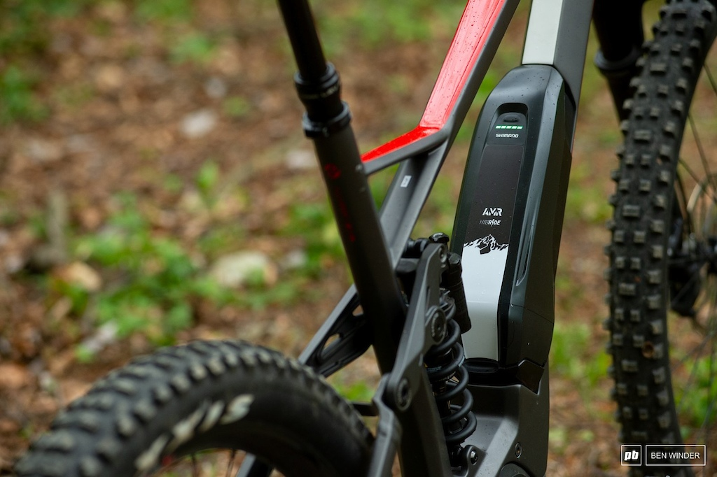 Ghost SL AMR Review - Ghost opted for the small and simple external battery from Shimano