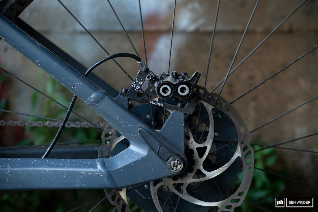 BMC TrailFox AMP Two - Magura MT5 stoppers with 203mm rotors front and rear.