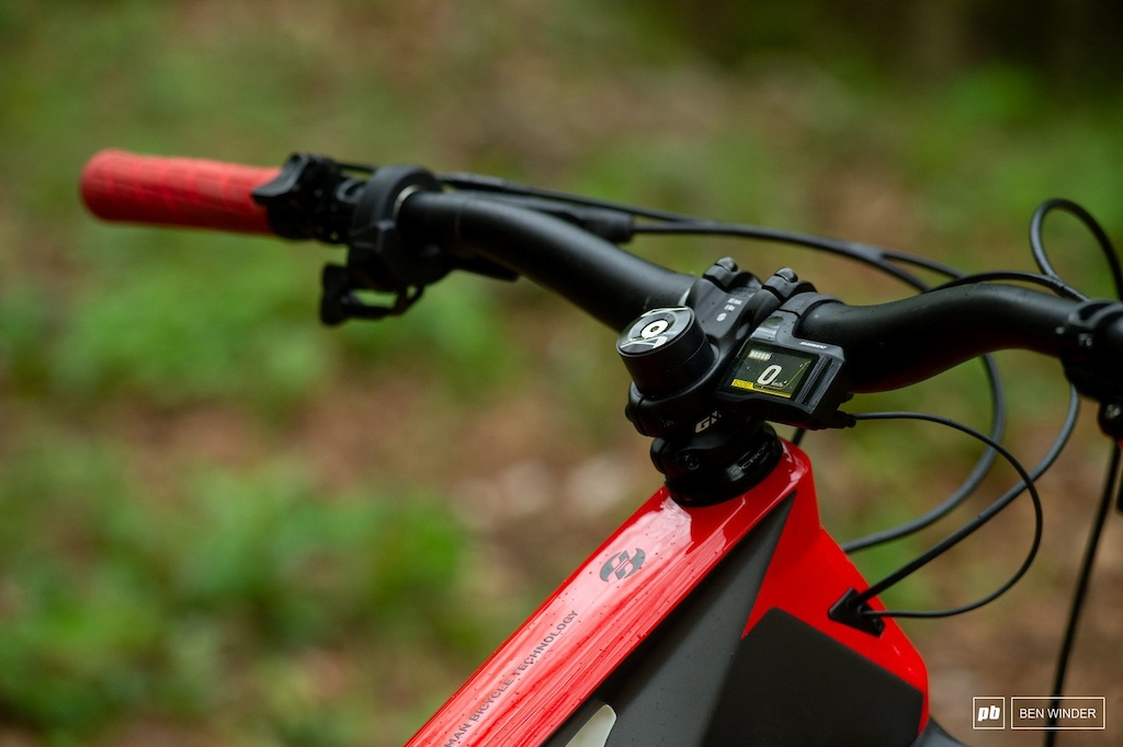 Ghost SL AMR Review - Cockpit and Shimano head unit