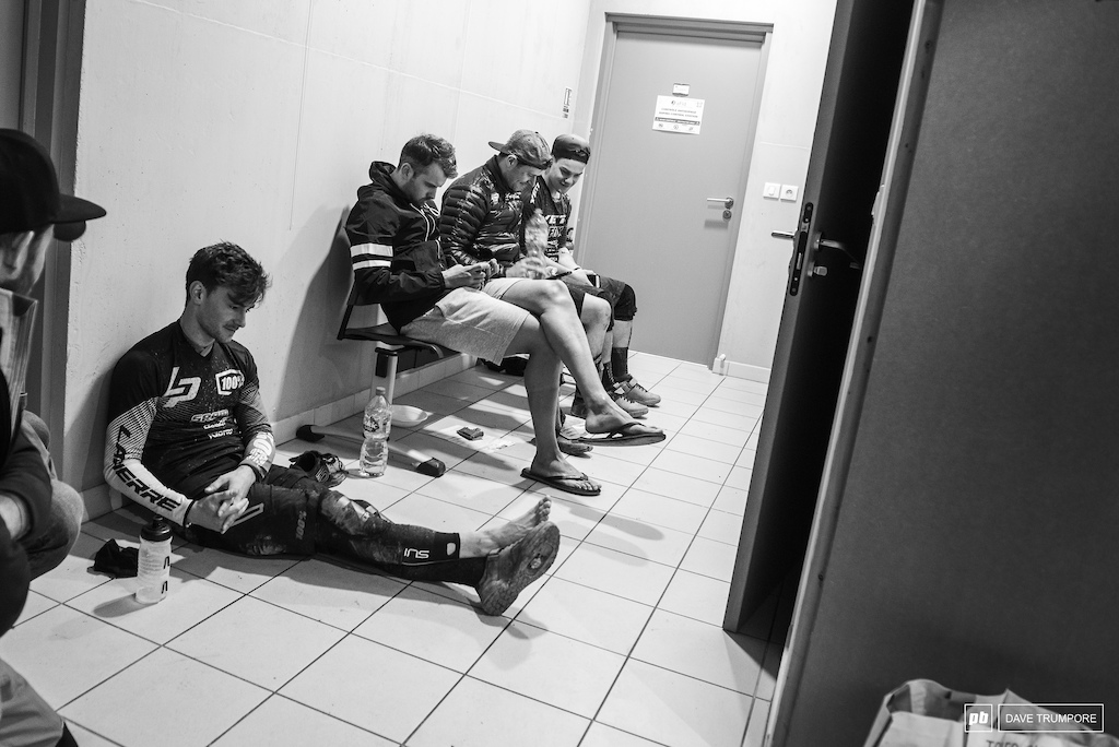 20 minutes after the finish and this is the glamorous life of the best riders in the world as they await their turn at the anti-doping station.