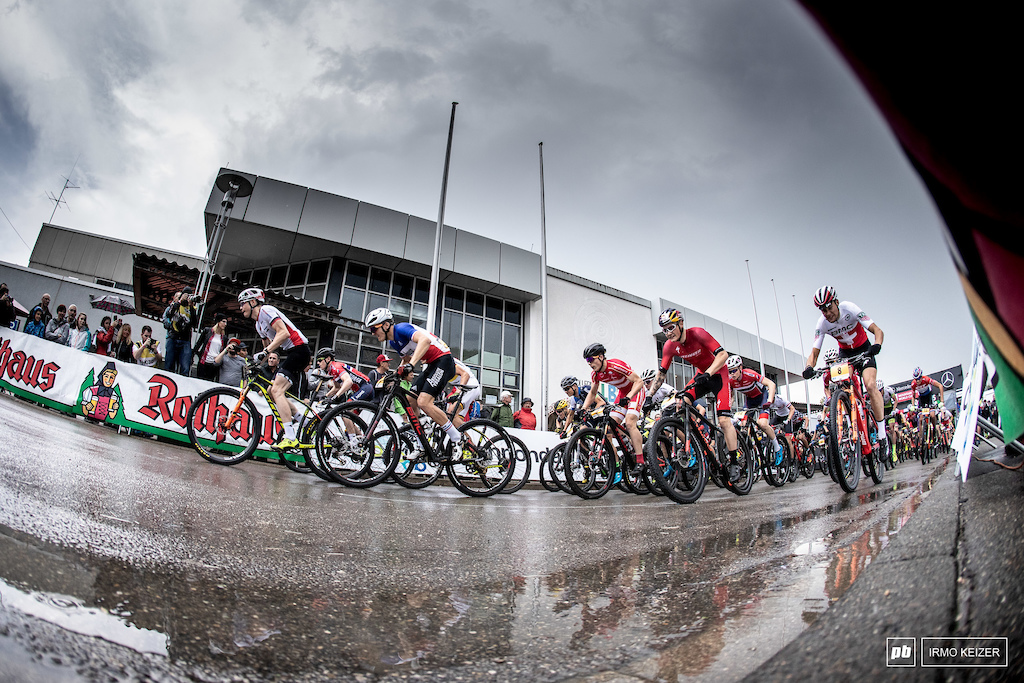 The under 23 men woke up to treacherous conditions. A slight drizzle turned the course into a slippery journey.
