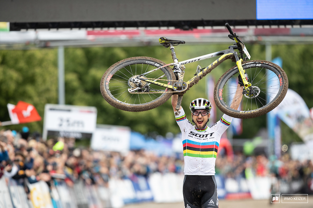 Nino Schurter riding a hardtail with dropper seatpost and SRAM s new wireless shifting added another win to his palmares.