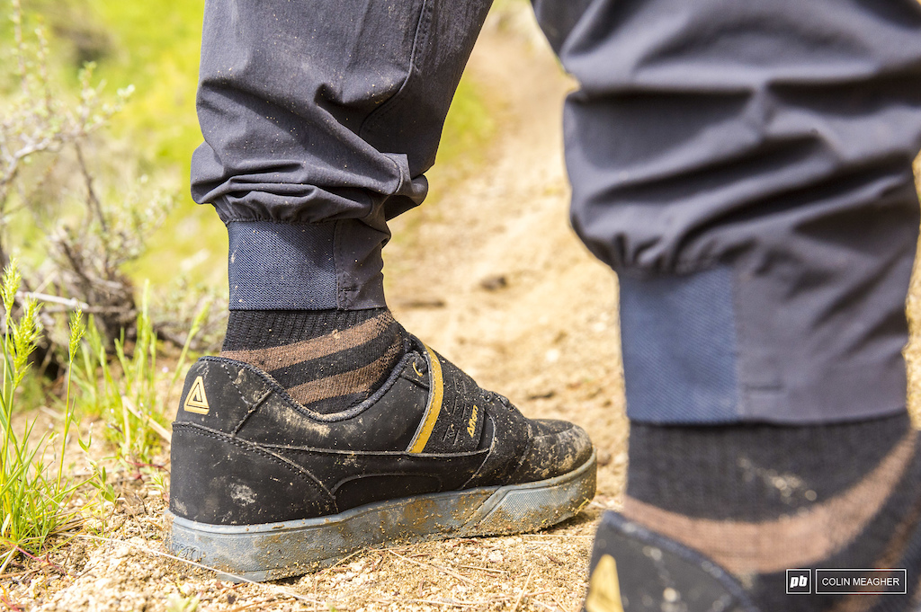 Ankle cuffs to keep the pants in place.
