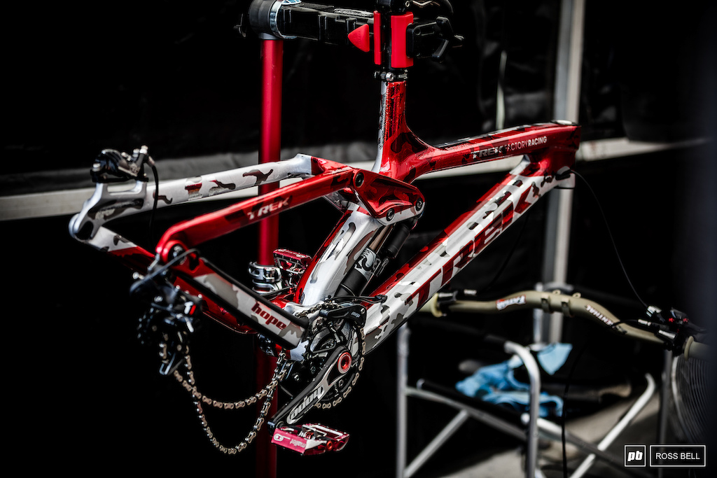 Gee Atherton s custom paint job for this weekend is drool worthy....