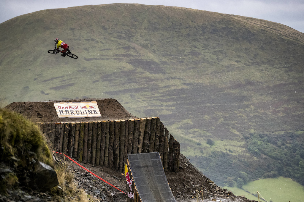 Alexandre Fayolle performs at Red Bull Hardline in Wales UK on September 24 2017 Sven Martin Red Bull Content Pool AP-1TB352E2D2111 Usage for editorial use only Please go to www.redbullcontentpool.com for further information.