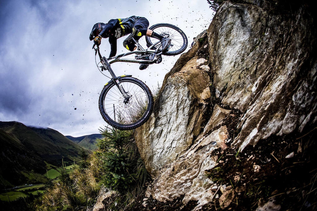 Yoann Barelli performs at Red Bull Hardline in Wales UK on September 24 2017 Sven Martin Red Bull Content Pool AP-1TB34571H2111 Usage for editorial use only Please go to www.redbullcontentpool.com for further information.