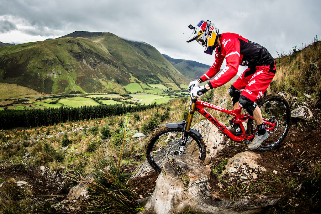 Gee Atherton performs at Red Bull Hardline in Wales UK on September 24 2017 Boris Beyer Red Bull Content Pool AP-1TBA3SMK52111 Usage for editorial use only Please go to www.redbullcontentpool.com for further information.
