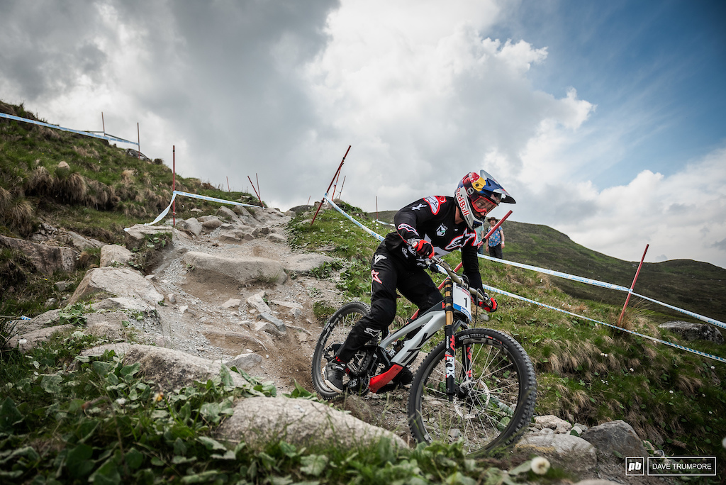 Aaron Gwin started the day steady as usual, but my the end of the training session he turned things up a notch and was flying down the track.