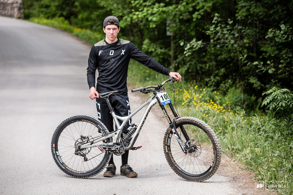 Jack Crowley from Ireland and his Commencal Supreme.