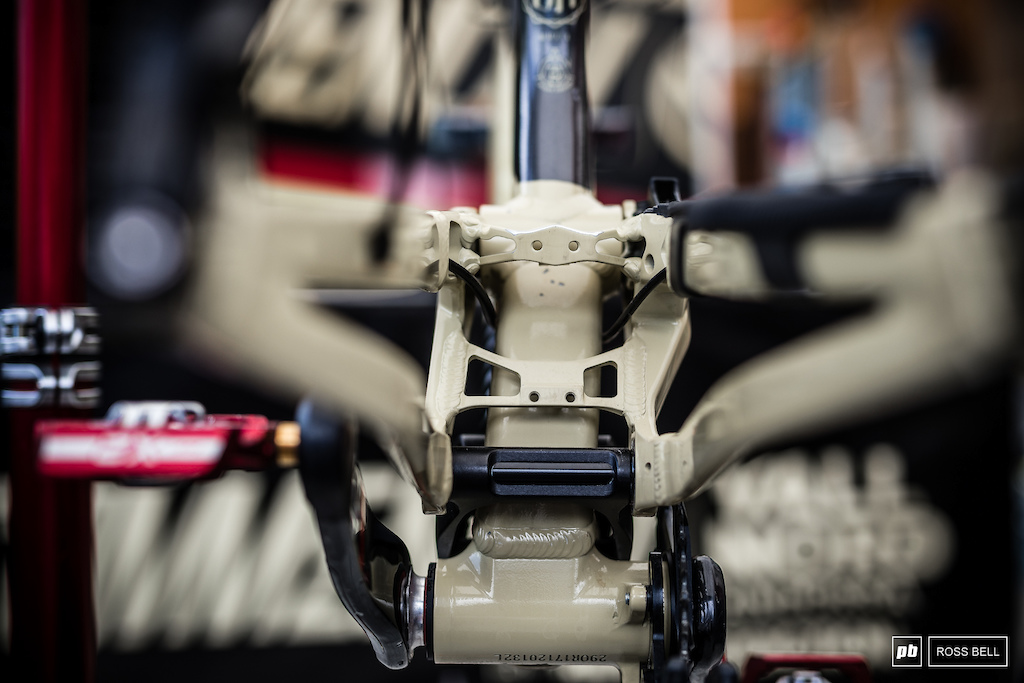 Rear end detail on the Commencal Supreme.