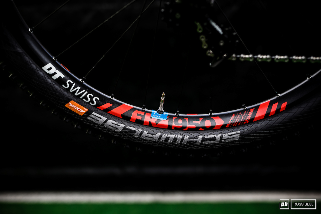 The prototype 29 DT Swiss wheels we have seen throughout the pits since last year looked to have taken their final form as a 29 option of the FR1950 wheels already available in 27.5 .