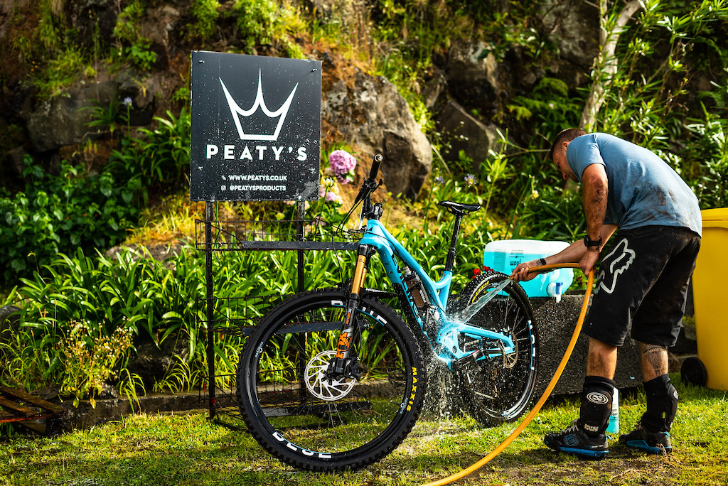 Peatys bike cleaners on hard to get that dirt off and bikes ready for tomorrows battles.