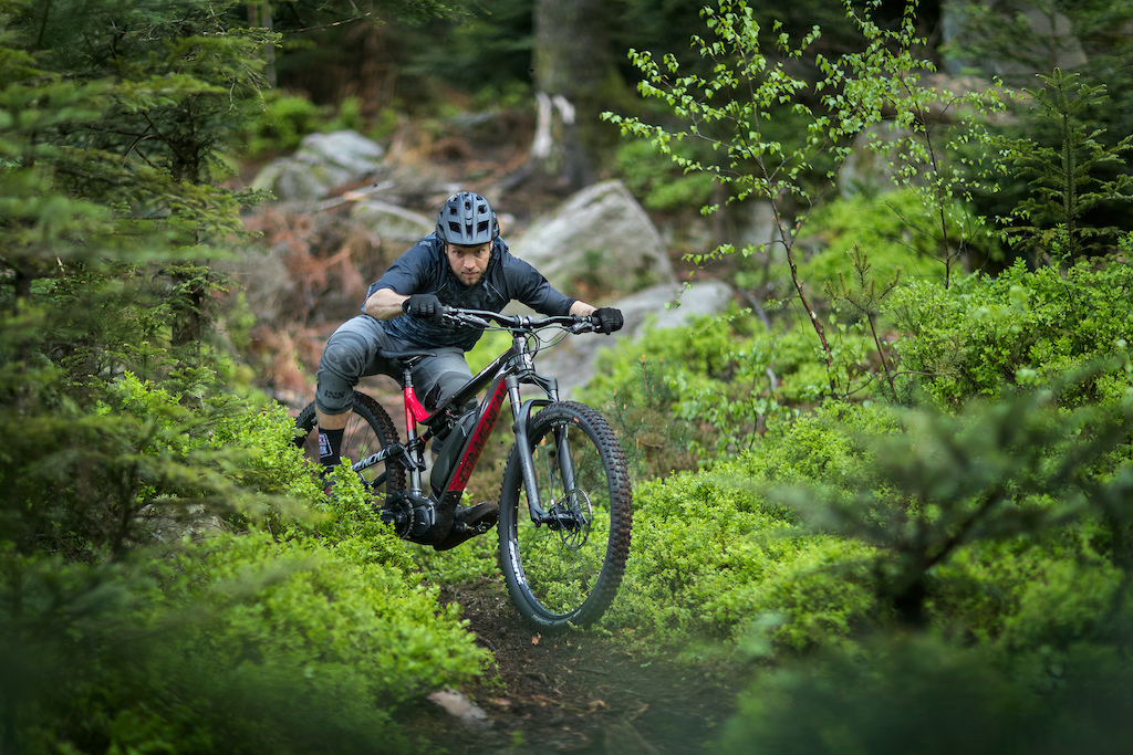 R mi Thirion on the new COMMENCAL Meta Power 29.