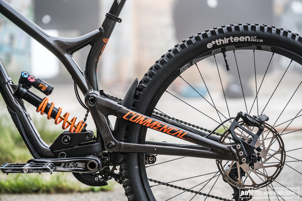 Commencal Supreme DH 29 Review - non-driveside swingarm