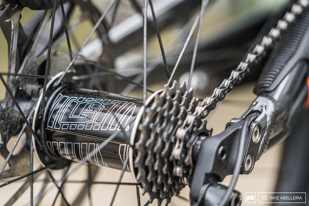 Commencal Supreme DH 29 Review - LG1 rear hub