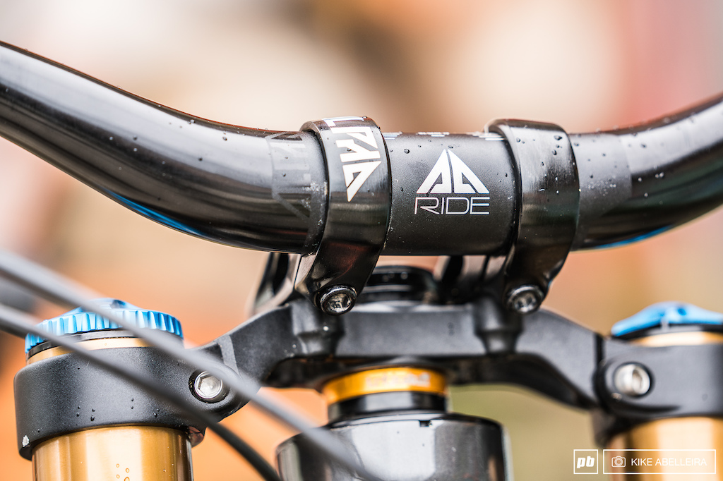 Commencal Supreme DH 29 Review - Alpha cockpit
