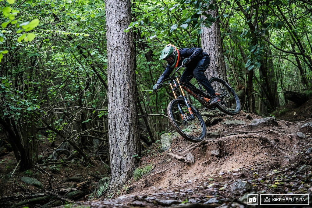 Commencal Supreme DH 29 Review - Riding