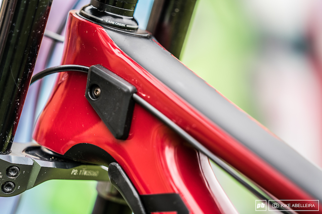 Norco Aurum HSP Review - the attention to detail on the Aurum HSP is exceptional with two rubber downtube guards and fork bumpers integrated in to the toptube.