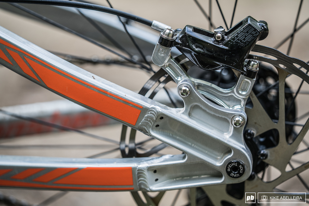 Banshee Legend 29 Review - the frame uses a IS brake mount and no dropout adjustment unlike their trail bikes which have replaceable adjustable dropouts