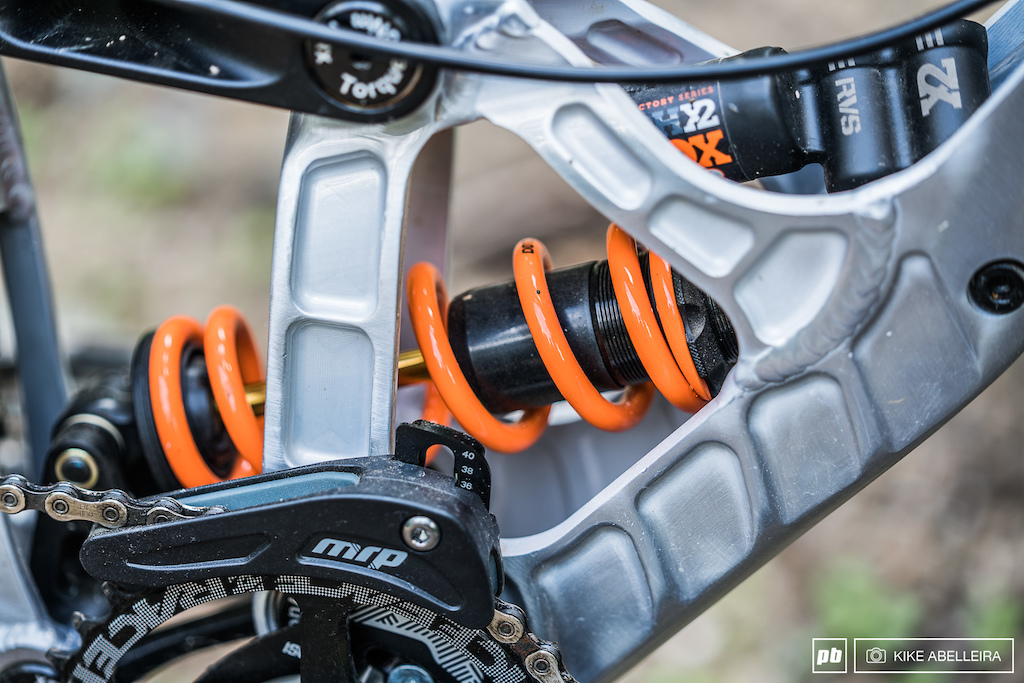 Banshee Legend 29 Review - Fox DHX2 shock