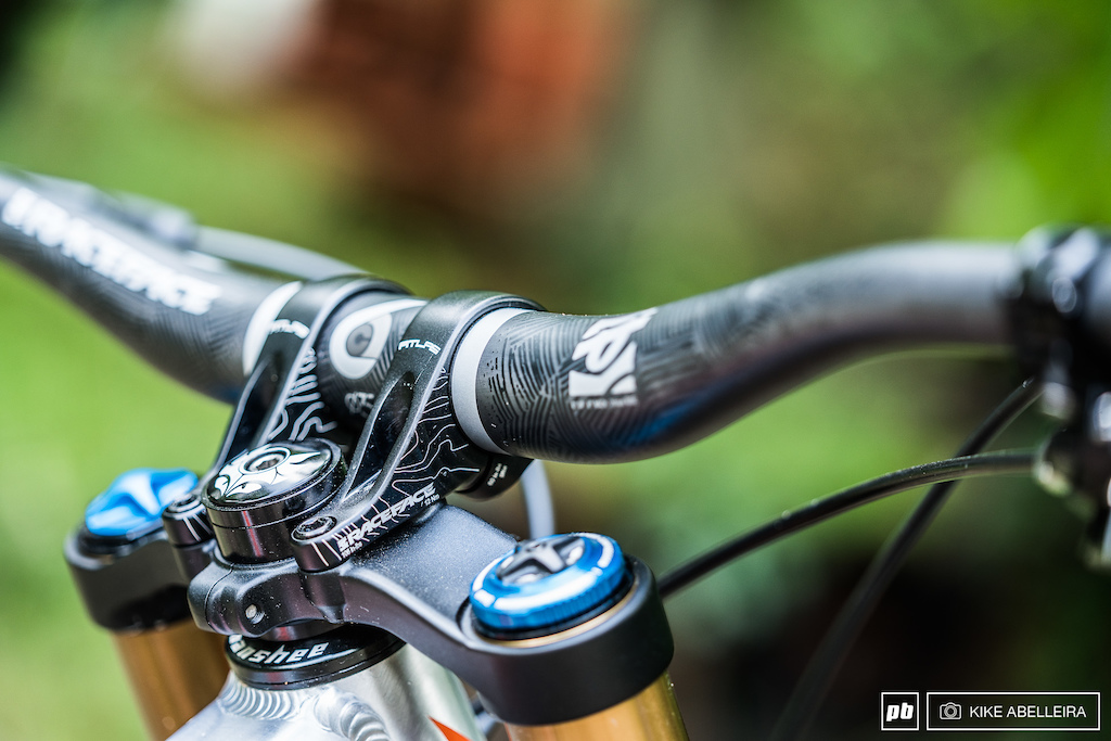 Banshee Legend 29 Review - RaceFace Atlas stem