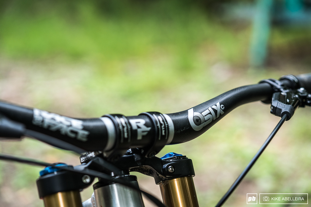 Banshee Legend 29 Review - Raceface provide SixC bars and crankset